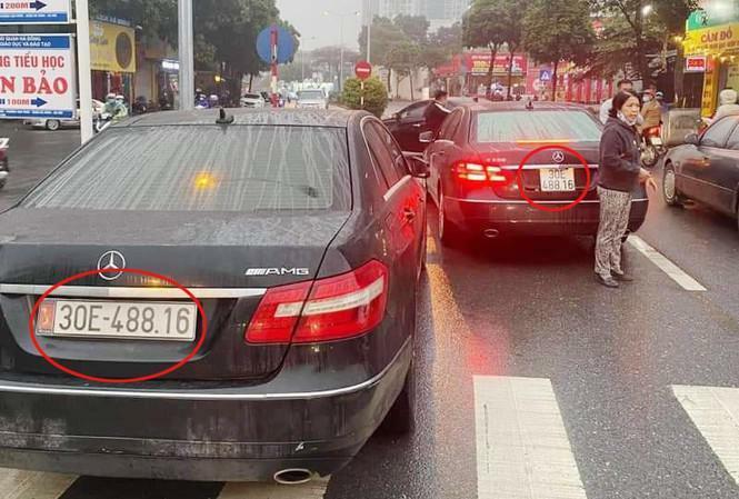 2 xe Mercedes cùng biển 'chạm mặt' trên phố Hà Nội: Công an tạm giữ một phương tiện