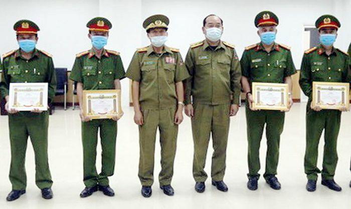 Công an Savannakhet tuyên dương lực lượng Cảnh sát PCCC- CNCH Quảng Trị