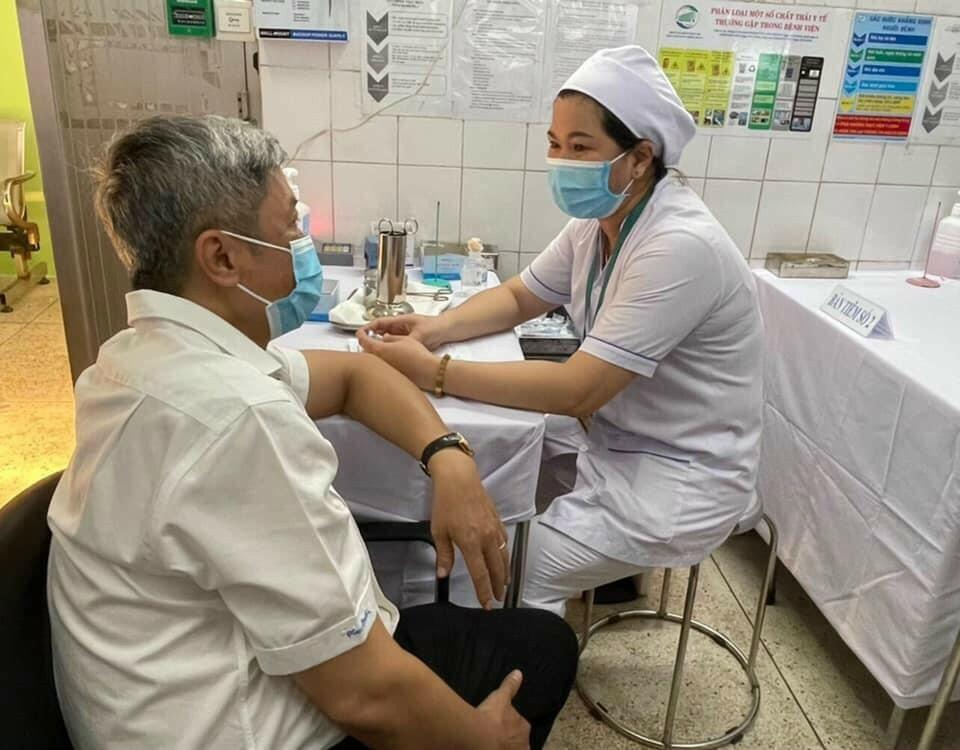 Hôm nay 8/3, Việt Nam bắt đầu tiêm vắc xin phòng COVID-19