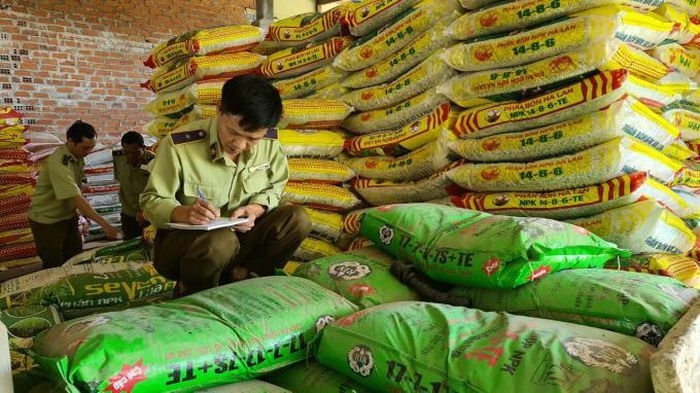 Gia Lai: Tạm giữ hơn 3,5 tấn phân bón hết hạn sử dụng