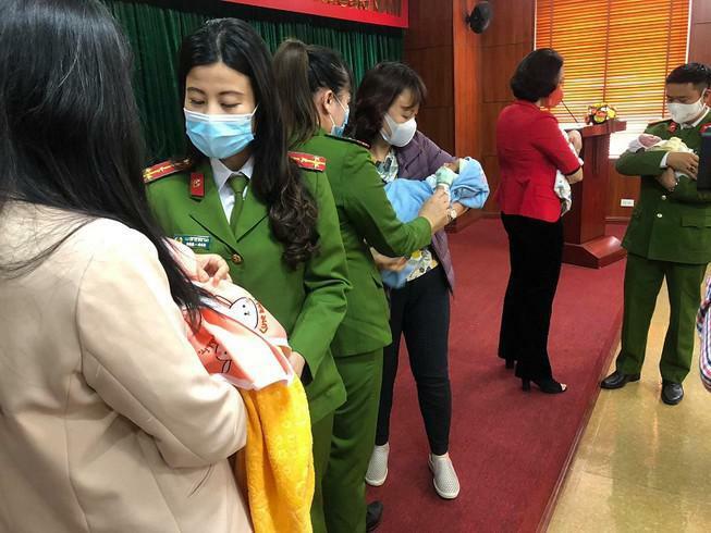 Bộ Công an tạm giam đôi nam nữ chuyên tổ chức bán trẻ sơ sinh sang nước ngoài