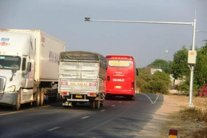 """Các tài xế """"thích tốc độ"""" đã biết sợ """"mắt thần"""" trên QL1 qua Bình Thuận"""