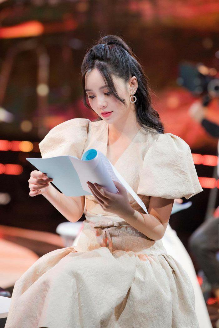 Quỳnh Kool có áp lực khi đóng cùng NSND Thu Hà, Hồng Diễm?