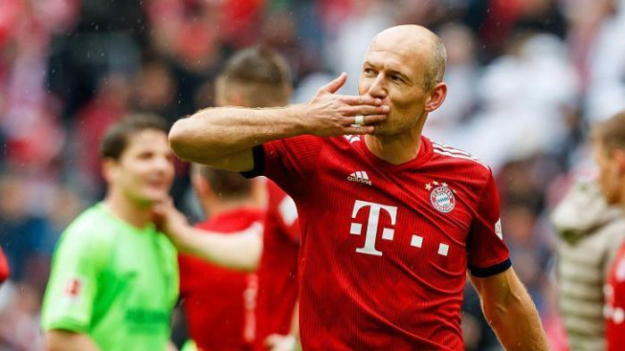 Arjen Robben mắc ung thư tinh hoàn năm 20 tuổi: Yếu tố nào gây bệnh?