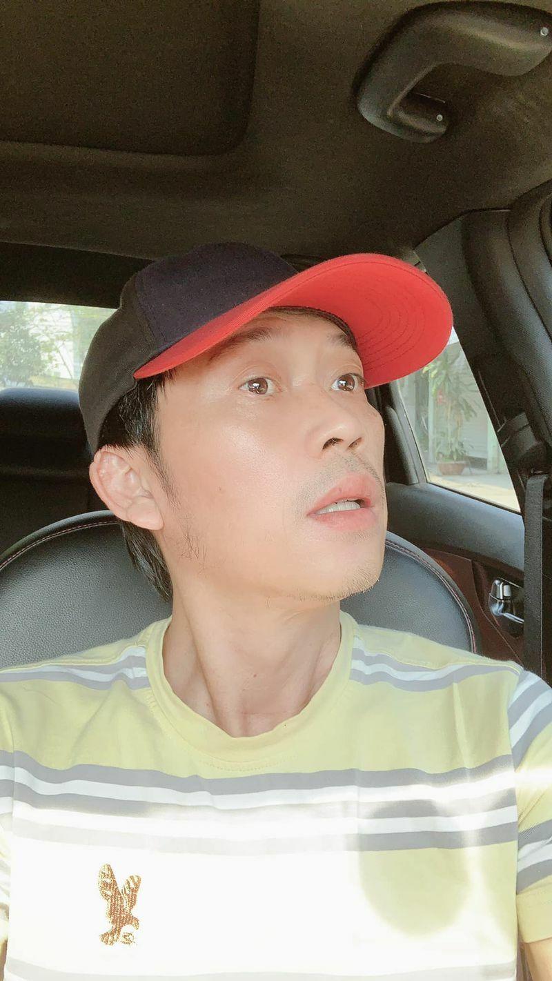 Hoài Linh diện vest chụp ảnh: Không nhận ra chính mình vì quá bảnh