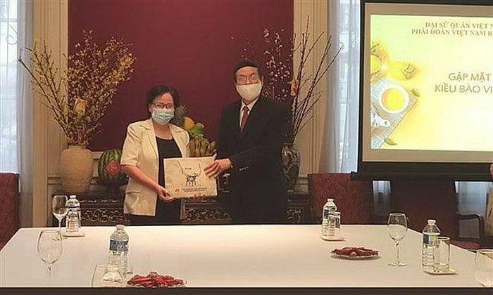 Đại sứ Việt Nam tại Bỉ động viên kiều bào trước khó khăn của dịch Covid-19