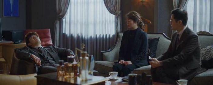 """""""Vincenzo"""" tập 9: Cha Young lỡ quên liêm sỉ khi ngủ nhờ nhà Vincenzo, Joon Woo giết người không ghê tay"""