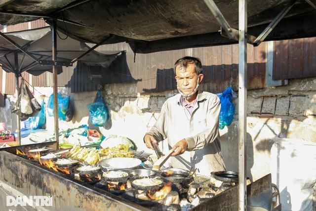 Bươn trải đủ nghề, người đàn ông chọn nghề bán bánh xèo nuôi 3 con ăn học