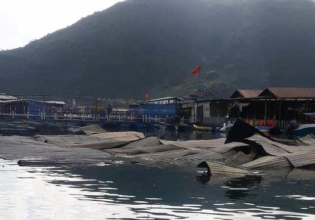 Cháy lớn thiêu rụi nhà hàng bè nổi và tàu cá ở Vũng Rô