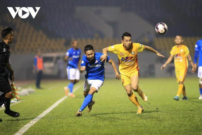 V-League 2021: Than Quảng Ninh chiếm ngôi đầu của Hà Nội FC, Hà Tĩnh thắng trận đầu tiên