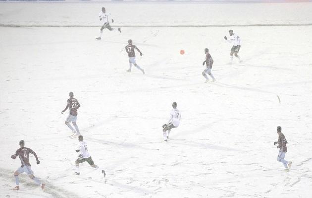 Lông mày trọng tài bị đóng băng trong trận đấu lạnh nhất lịch sử MLS