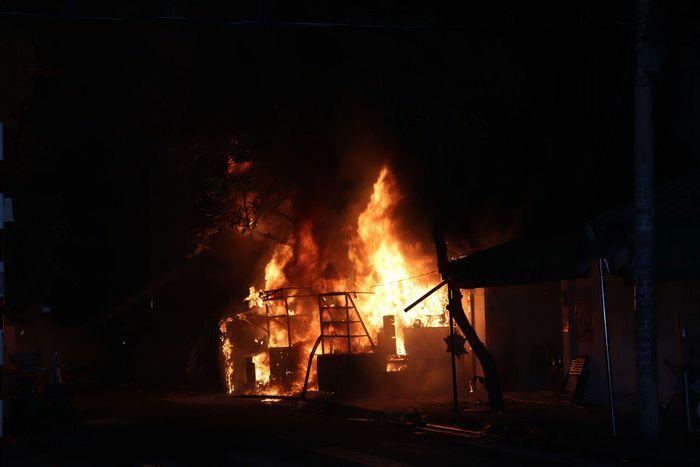 Cháy nhà dân ở quận 7, nhiều người hoảng sợ