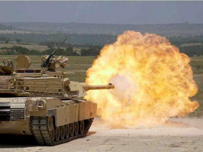 Xạ thủ xe tăng Italy nhầm lẫn, nhả đạn pháo bắn sập một trại nuôi gà