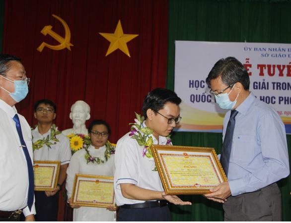 11 học sinh đạt giải quốc gia tỉnh Kiên Giang được thưởng từ 20 – 80 triệu/bạn