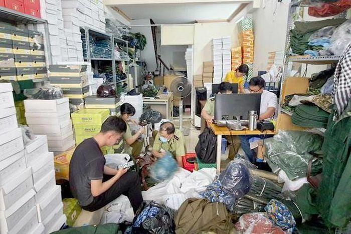 Công khai bán quân phục cảnh sát biển trên website giaysiquan.com