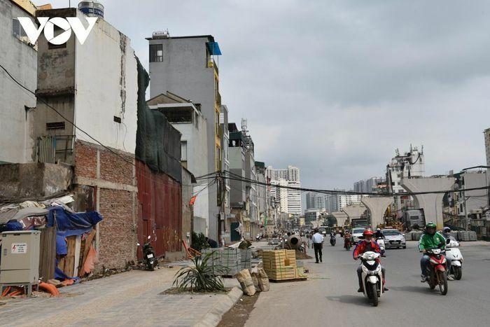 Xuất hiện nhiều nhà siêu mỏng, siêu méo hai bên tuyến đường Minh Khai-Đại La