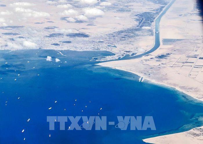 Vụ tàu mắc kẹt ở kênh đào Suez: Nỗ lực giải cứu đạt thành công bước đầu