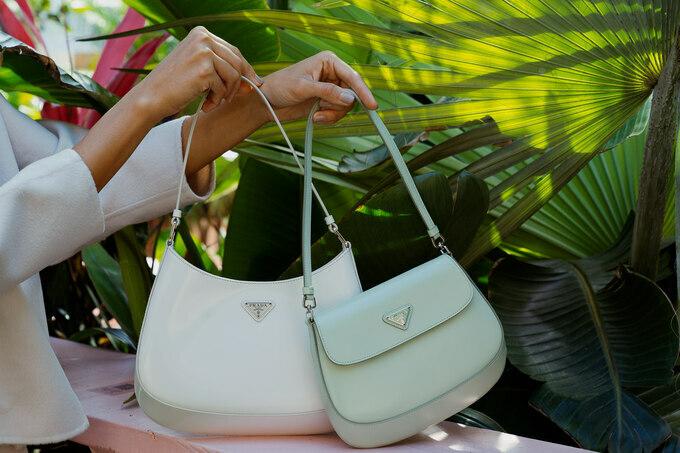 Prada dính đủ phốt đại sứ nhưng túi của hãng vẫn rần rần khắp Hàn – Việt