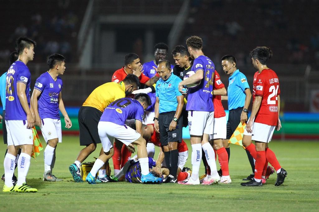 Hùng Dũng chấn thương nặng trong ngày CLB Hà Nội thắng đội TP.HCM
