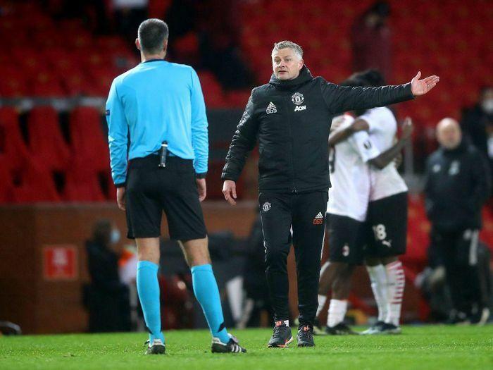 Solskjaer đứng ở đâu so với Mourinho về mức lương?