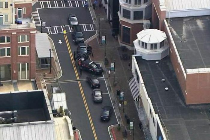Mỹ bắt giữ đối tượng mặc áo giáp, mang theo 5 khẩu súng vào siêu thị