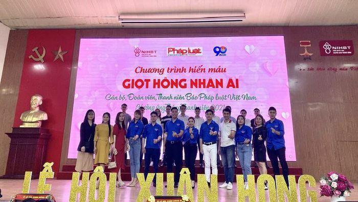 Cán bộ, phóng viên Báo Pháp luật Việt Nam tham gia hiến máu tình nguyện