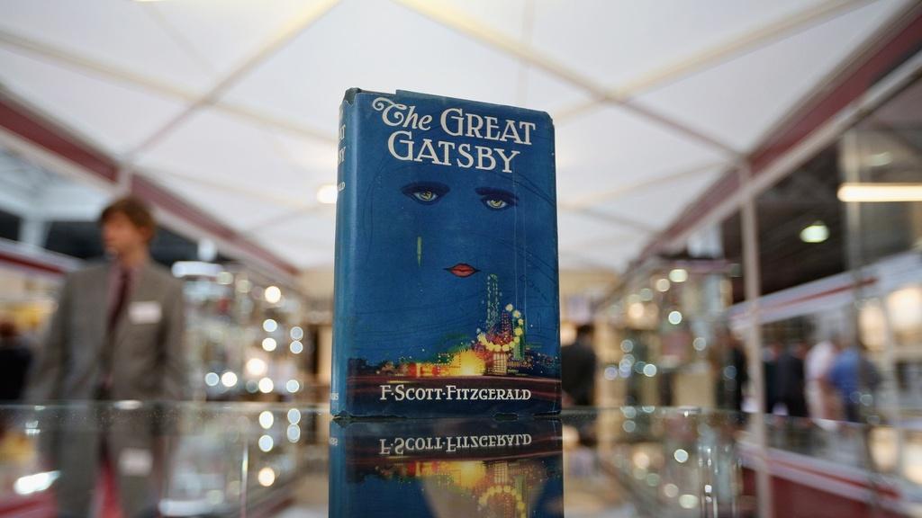 """Ảnh bìa gốc của """"Đại gia Gatsby"""" khiến nhà xuất bản gặp khó"""