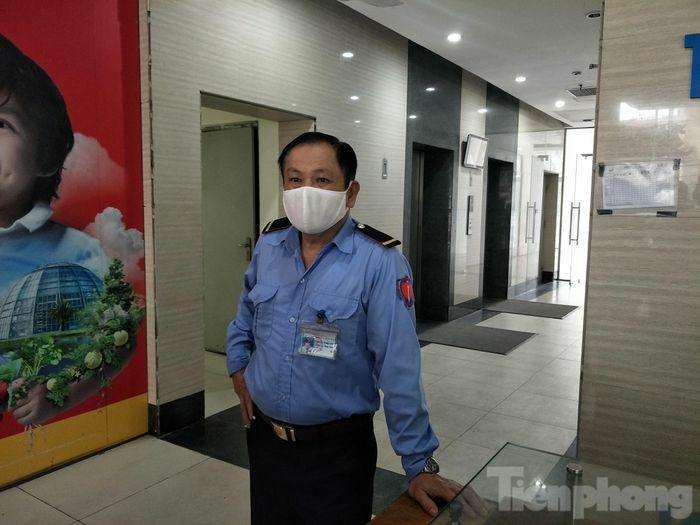 Nhân chứng kể lại khoảnh khắc đôi nam nữ rơi từ tầng 2 chung cư ở Hà Nội
