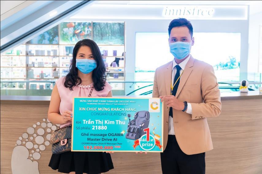 Quà tặng tổng trị giá hơn 1 tỷ đồng đến tay khách hàng nhân dịp sinh nhật Crescent Mall