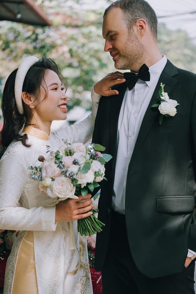 Cô gái Việt lấy chồng Tây hơn 12 tuổi, vượt 7.000km về làm nông trại ở Úc