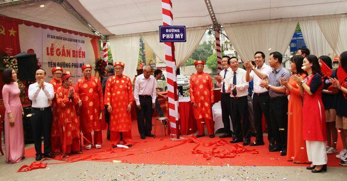 Hà Nội: Chính thức gắn biển tên đường Phú Mỹ