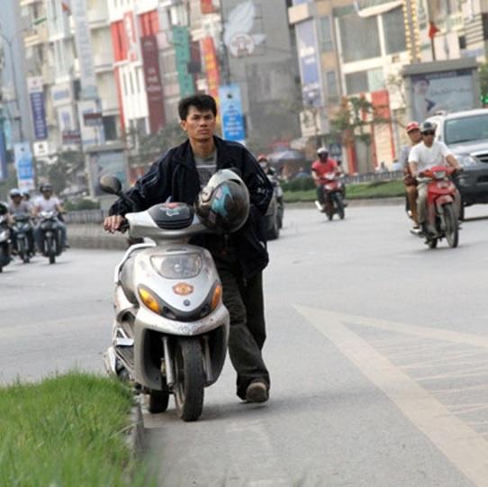 4 nguyên nhân khiến xe máy dừng đột ngột giữa đường