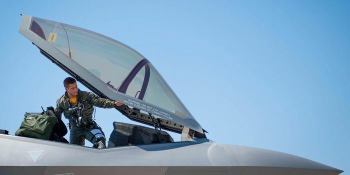 """Đã nhận lương cao, phi công chiến đấu Mỹ tiếp tục được thưởng """"khủng"""""""