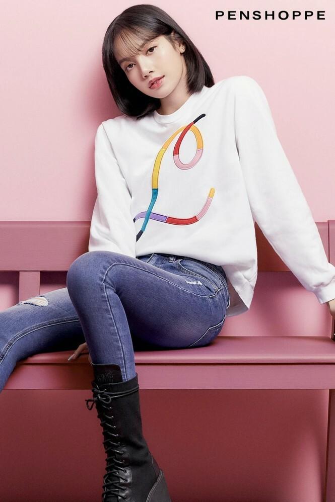 Tung loạt ảnh quảng cáo cho nhãn hàng thời trang, Lisa truyền đi thông điệp cực ý nghĩa