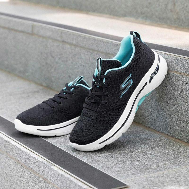 Skechers tiếp tục chinh phục bạn bằng dòng giày thể thao Gowalk Arch Fit