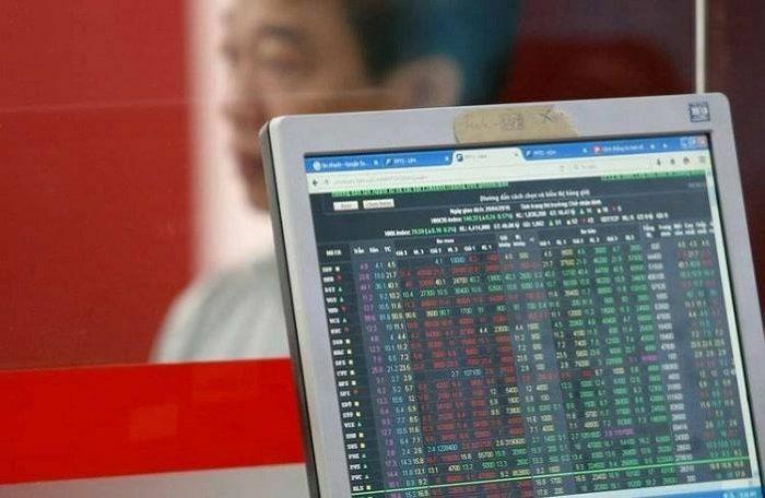 VN-Index nhích thêm 3 điểm nhờ lực kéo từ cổ phiếu bán buôn – bán lẻ và ngân hàng