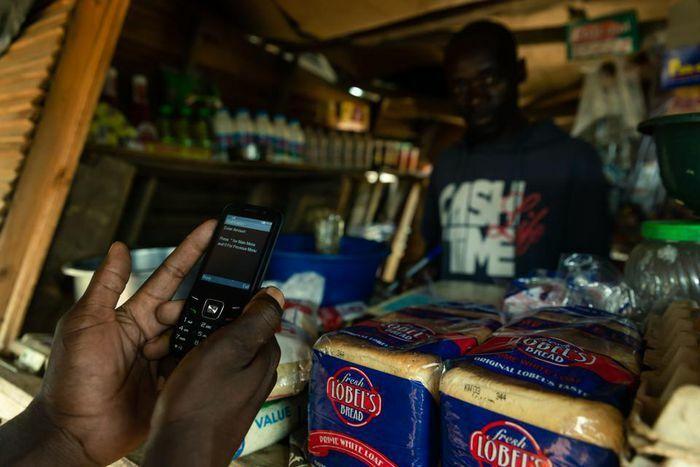 Mobile Money bùng nổ ở châu Phi như thế nào