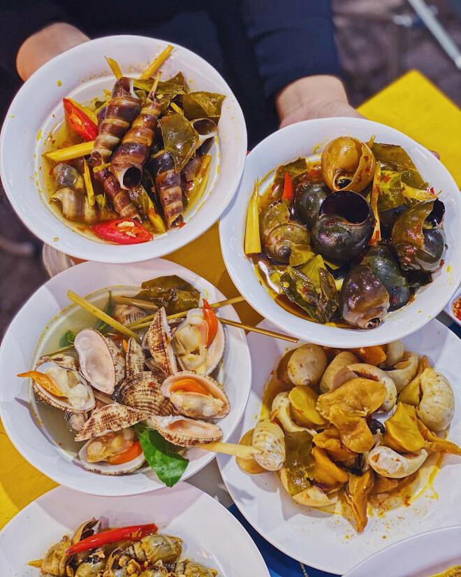 """Bạn chọn ăn hải sản """"hạt dẻ"""" vỉa hè hay hải sản kiểu buffet """"chanh xả""""?"""