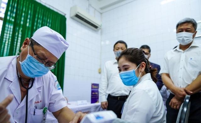 Việt Nam nhận thêm hơn 5,6 triệu liều vắc xin trong 2 tháng tới