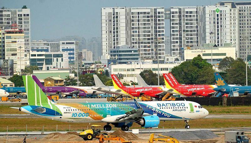 Du lịch phập phồng lo sân bay