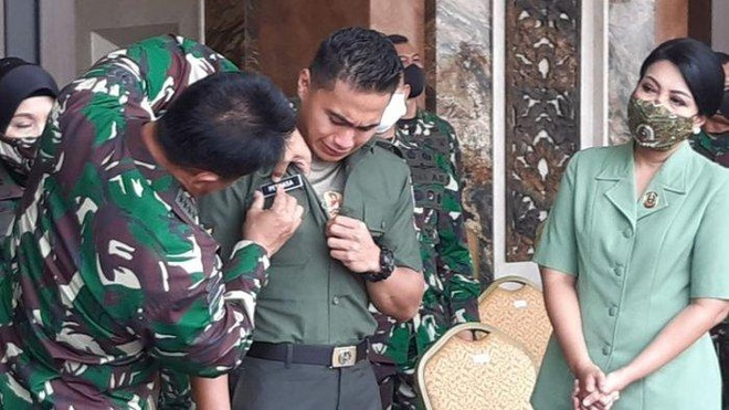 Hung thần một thời của tuyển Việt Nam khóc nức nở trong ngày được đổi tên và giới tính