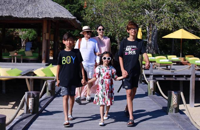 Gia đình Hà Kiều Anh nghỉ dưỡng ở Nha Trang