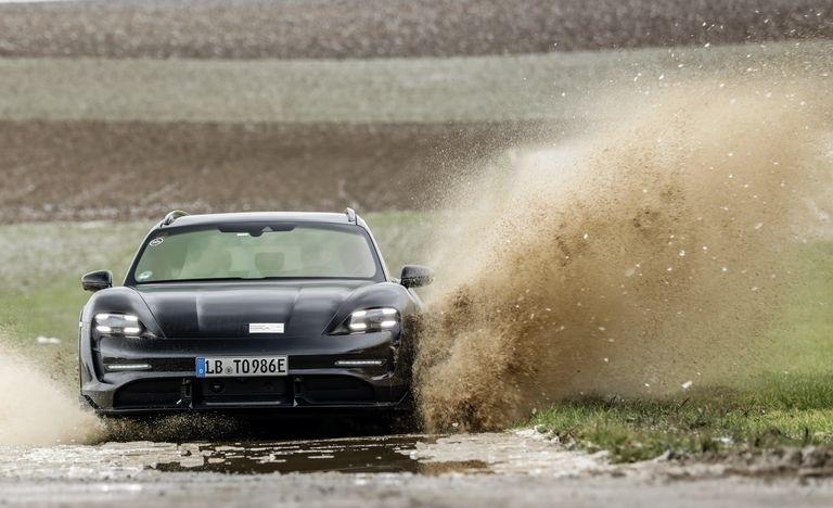 Porsche Taycan Cross Turismo 2021 về Việt Nam với giá từ 5 tỷ đồng