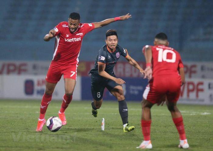 Cận cảnh Viettel đả bại Bình Dương, thoát nhóm bét bảng tại V-League