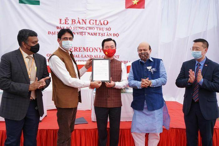 Đại sứ quán Việt Nam tại Ấn Độ nhận bàn giao 300m2 đất