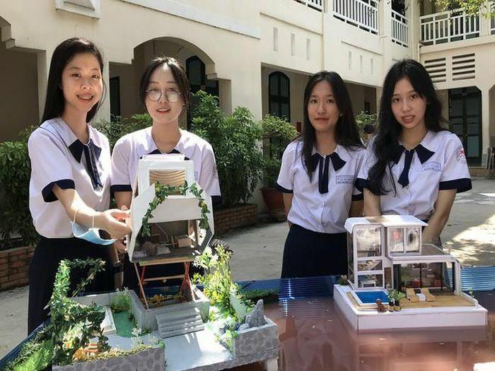 Học sinh THPT làm mô hình nhà chống bão, biệt thự nổi
