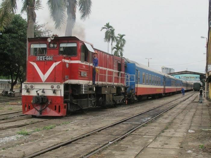 Đầu máy hết niên hạn sẽ được phép dồn dịch toa xe trong ga