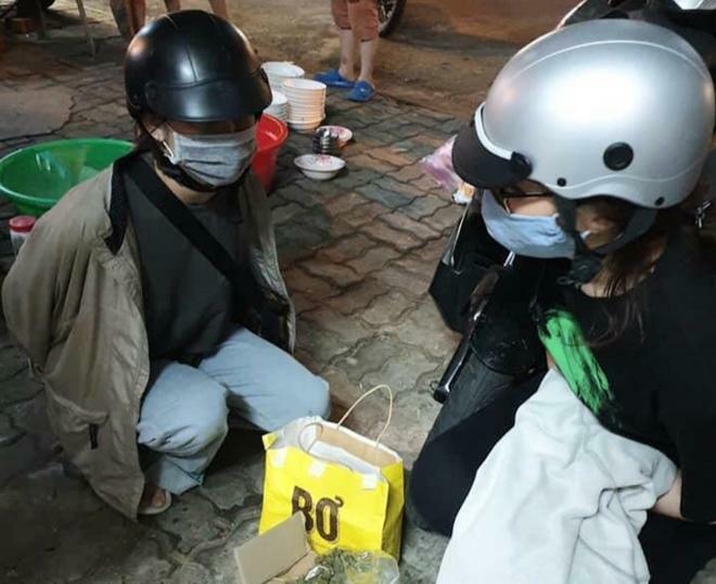 Hai nữ sinh viên bán cần sa
