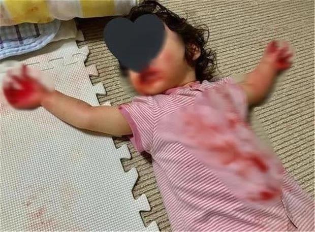 Mẹ bỏ mặc con gái 4 tuổi ra ngoài lấy hàng ship, lúc quay về nhà gặp cảnh tượng sợ chết khiếp, sự thật đằng sau khiến ai cũng ngã ngửa