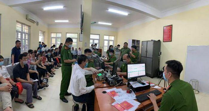 Giám đốc CATP Hà Nội kiểm tra công tác cấp CCCD gắn chip tại huyện Thạch Thất: Tháo gỡ từng khó khăn, vướng mắc